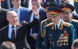 Hành động của Tổng thống Nga Putin với người lính già bị cận vệ xô đẩy