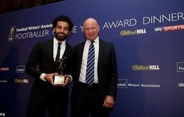 """Salah """"chạy sô"""" nhận liền 3 danh hiệu trong một buổi tối"""