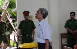Nguyễn Khắc Thủy được giảm án từ 3 năm xuống 18 tháng tù treo cùng tội dâm ô trẻ em