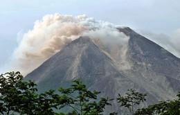 Indonesia: Núi lửa Mt. Merapi phun trào, cột khói bụi cao 5.000m