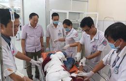 Tập trung cấp cứu 28 cán bộ công an hưu trí trong vụ tai nạn giao thông ở Khánh Hòa