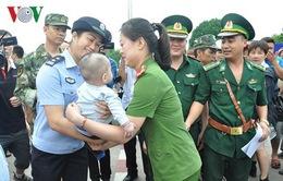 Công an TP Móng Cái tiếp nhận một trẻ em bị bán sang Trung Quốc