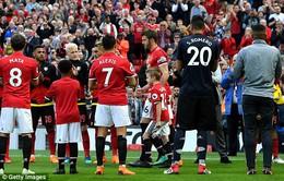 VIDEO Carrick ghi dấu ấn trong bàn mở tỷ số trận đấu cuối cùng ở Man Utd