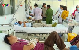 Nỗ lực cứu chữa nạn nhân tai nạn nghiêm trọng trên đèo Khánh Lê