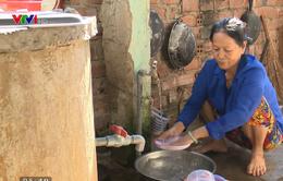 Giá nước sinh hoạt đắt đỏ, người dân quay về sử dụng nước giếng ô nhiễm