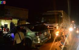Quảng Ngãi: Tai nạn ô tô liên hoàn, 4 người bị thương