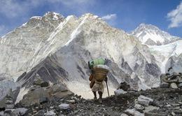 Chi phí leo núi Everest giảm