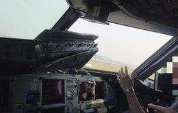 Máy bay của Trung Quốc hạ cánh khẩn cấp do vỡ kính buồng lái