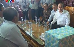 Phó Thủ tướng Trương Hòa Bình thăm hỏi bà con ngư dân Quảng Bình