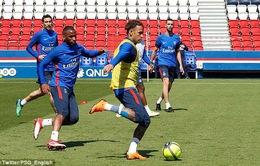 Neymar lại trở về Brazil để hồi phục chấn thương