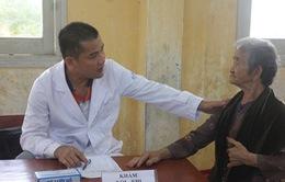 Khám bệnh, cấp thuốc miễn phí cho người dân huyện đảo Lý Sơn