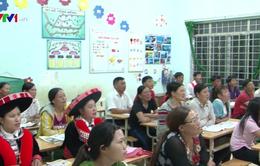 Đồng bào dân tộc Dao vượt khó học chữ