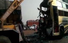 Ấn Độ: Tai nạn giao thông thảm khốc làm gần 30 người thương vong