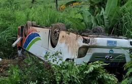 14 người Việt bị thương do lật ô tô ở Lào