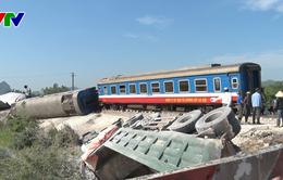 Thanh Hóa: Lật tàu chở khách sau khi đâm vào xe tải trong đêm, ít nhất 12 người thương vong