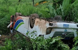 14 người Việt bị thương do lật ô tô ở Lào đã về nước