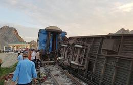Đường sắt Bắc Nam tê liệt sau vụ tai nạn tàu hỏa ở Thanh Hóa