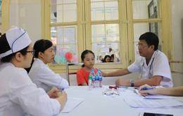 Khám, phát thuốc miễn phí cho 1.500 trẻ em ở Hà Nội