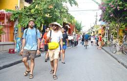 Khách quốc tế đến Việt Nam đạt hơn 6,7 triệu lượt