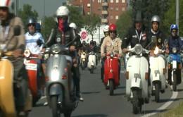 Italy diễu hành mừng 50 năm ra đời dòng xe Vespa Primavera