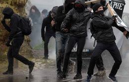Hơn 100 người bị bắt giữ sau biểu tình bạo lực tại Pháp