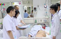 """Phẫu thuật cắt bỏ một nửa khối u """"khủng"""" nặng 43kg cho nam bệnh nhân"""