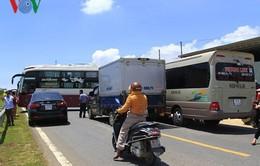 Lùi xe bất cẩn, đường Hồ Chí Minh ùn tắc nghiêm trọng