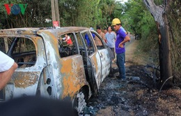 Xe ô tô cháy như đuốc, nghi do quấn phải rơm đồng