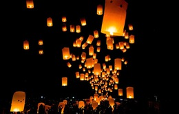 Rực rỡ lễ hội đèn trời tại Thánh địa Phật giáo Borobudur, Indonesia
