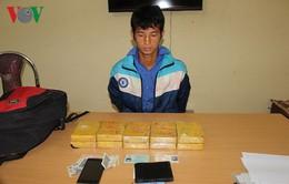 Trinh sát bất ngờ ập vào khách sạn, bắt kẻ mua bán 10 bánh heroin