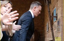 Daniel Craig đi ngược lại lời tuyên bố, trở lại với James Bond
