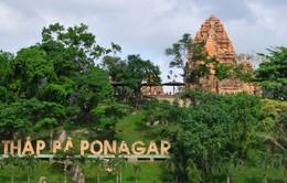 Dòng người hành hương về Lễ hội Tháp Bà Ponagar 2018