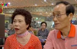 Người già Hàn Quốc đến vũ trường tìm niềm vui giải trí