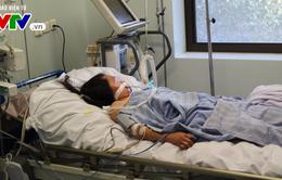 Người phụ nữ dân tộc Mông nguy kịch do mắc viêm não mô cầu