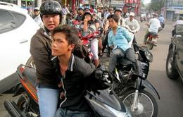 TP.HCM: Người dân cùng nạn nhân vây bắt thanh niên giật điện thoại