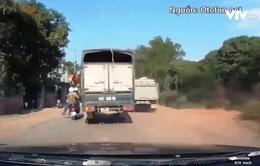 Clip: Xe tải vượt ẩu suýt gây tai nạn