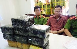 Nghệ An: Bắt hai đối tượng mua bán và vận chuyển 10 kg ma túy đá
