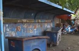 Cần Thơ: Nhà chờ xe bus trở thành nơi buôn bán, tập kết rác