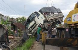 Phú Yên: Xe tải đâm vào nhà dân làm 1 người bị thương, nhiều tài sản hư hỏng