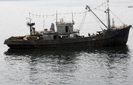 Hàn Quốc giải cứu một tàu cá Triều Tiên