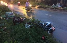 TP.HCM: Xe máy đối đầu trong mưa, 3 người thương vong