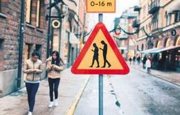 Trung Quốc thiết kế đường đi bộ dành riêng cho những người nghiện smart-phone