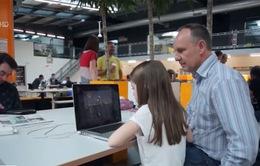 Cho trẻ tiếp cận sớm với công nghệ giúp tăng khả năng tư duy sáng tạo