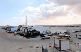 Libya đóng cửa hai cảng dầu lớn do giao tranh