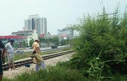 Cố vượt đường ray, 2 người đi xe máy bị tàu hỏa tông chết