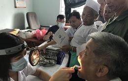 Khám bệnh, cấp phát thuốc miễn phí cho người dân tại Hòa Bình