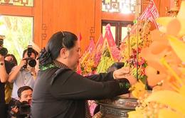 Dâng hương tưởng nhớ Chủ tịch Hồ Chí Minh