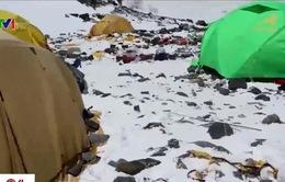 Đỉnh Everest trở thành núi rác trên cao của thế giới
