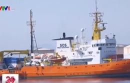 Người di cư trên tàu Aquarius đã đặt chân lên đất liền