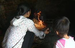 Người mẹ nghèo bất lực nhìn con gái mắc bệnh tim bẩm sinh đau đớn từng ngày